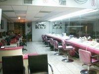 duży salon fryzjerski